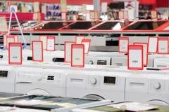 Płuczkowi mashines w urządzenie sklepu sali wystawowej fotografia stock