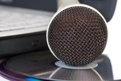 płyta kompaktowa kłaść mikrofon Obrazy Stock