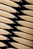 Płytki ostrość widok zakończenie wizerunek nowi pióro ołówki widzieć na ciemnego czerni tle Egzamin próbny Up Zdjęcie Stock