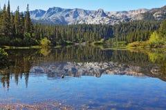 Płytki spokojny Mamutowy jezioro obraz stock