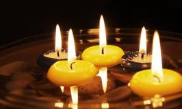 pływać świece. zdjęcia stock