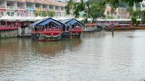 Pływa statkiem łodzie cumować na Clarke Quay w Singapur zbiory