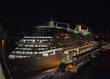 Pływa statkiem liniowa przy nocą w porcie Palma de Mallorca fotografia stock
