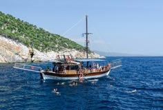 Pływa statkiem trójząb Poseidon, Grecja Zdjęcia Royalty Free