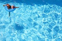 pływaccy młodych dziewcząt fotografia stock