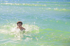 Pływacka mężczyzna oceanu woda Zdjęcia Royalty Free