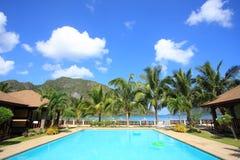 Pływacki basen kurort na wyspie Zdjęcie Royalty Free