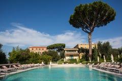 Pływacki basen luksusowy hotel Obrazy Stock