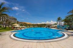Pływacki basen pięć Vinpearl kurortu gwiazdowy widok przy Nha Trang, Wietnam Obrazy Royalty Free