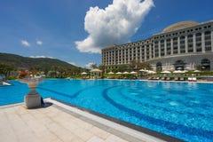 Pływacki basen pięć Vinpearl kurortu gwiazdowy widok przy Nha Trang, Wietnam Obraz Stock