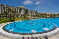Pływacki basen pięć Vinpearl kurortu gwiazdowy widok przy Nha Trang, Wietnam Fotografia Royalty Free