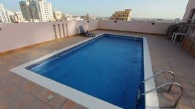 pływacki basen przy dachem mieszkanie w Bahrain zbiory