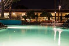 Pływacki basen przy nocą Obrazy Stock
