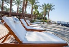 Pływacki basen relaksuje krzesła Fotografia Royalty Free