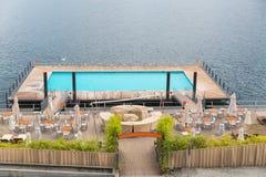 Pływacki basen unosi się na Jeziornym Como Fotografia Royalty Free