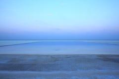 Pływacki basen w Maldives plaży Zdjęcie Royalty Free