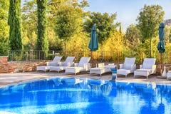 Pływacki basen w ogródzie, Włochy Fotografia Royalty Free