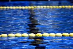 Pływacki basen z spławowymi pasów ruchu dividers Zdjęcie Stock