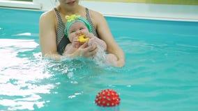 Pływacki instruktor Rozwija mięśnie dziecko zbiory