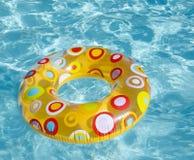 Pływacki okrąg w basenie obraz stock
