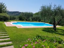 Pływackiego basenu luksusowa willa w Włochy Obrazy Royalty Free