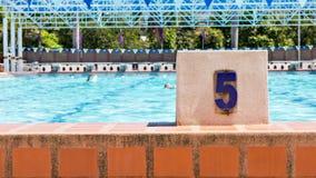 Pływackiego basenu pas ruchu liczba 5 Obrazy Stock