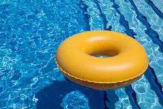 Pływackiego basenu Wewnętrzna tubka Zdjęcia Stock