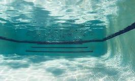 Pływackiego basenu wody jarzębaty śledzony światło obraz royalty free
