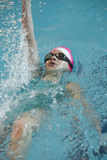 Pływaczka bierze część w rywalizaci Zdjęcie Royalty Free