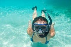 pływający podwodna kobieta Obrazy Royalty Free