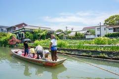 Pływający statkiem i zwiedzający, Yanagawa rzeka Obrazy Stock