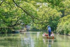 Pływający statkiem i zwiedzający, Yanagawa rzeka Zdjęcia Stock