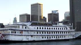 Pływający statkiem statku San Fransisco belle - SAN FRANSISCO zbiory wideo