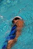 pływak płynąć na plecach Fotografia Stock