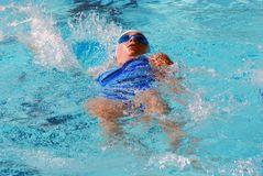 pływak płynąć na plecach Zdjęcie Royalty Free
