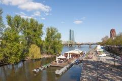Pływakowa kawiarnia w Frankfurt magistrali, Niemcy zdjęcia stock