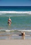 pływanie aktywna starsza idzie kobieta Obrazy Stock
