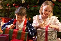 το άνοιγμα Χριστουγέννων &p Στοκ Φωτογραφία