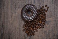 Pączek i kawowe fasole Zdjęcia Royalty Free