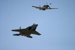 P51D野马&格鲁门公司F-14雄猫 免版税库存图片