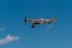 P-51 de mustangsiërra vervolgen II Toesteldown Royalty-vrije Stock Fotografie