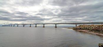 P e I и мост конфедерации Ньюа-Брансуик Стоковое фото RF