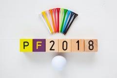 P f 2018 - надпись от деревянных блоков и оборудований гольфа Стоковая Фотография RF