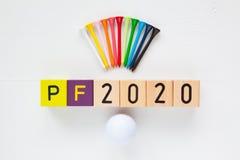 P f 2020 - una inscripción de bloques y de equipos de golf de madera Imágenes de archivo libres de regalías
