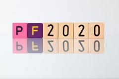 P f 2020 - una inscripción de los bloques de los niños Imagenes de archivo