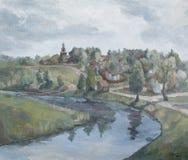 By p? flodbanken, lantligt landskap med en kyrka arkivbild
