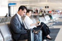 På flygplatsen Arkivbild