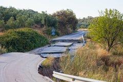 På grund av kränkningen av teknologi i konstruktionen av vägar Arkivbilder