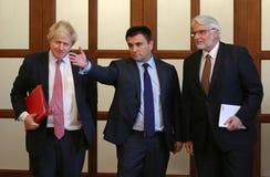 P Klimkin, b Johnson i W Waszczykowski konferencja prasowa w Kie Zdjęcia Stock