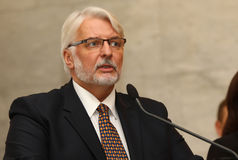 P Klimkin, b Johnson i W Waszczykowski konferencja prasowa w Kie Fotografia Royalty Free